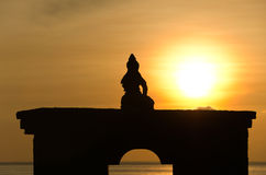 Silhouette of sitting Buddha against rising sun Stock Photography