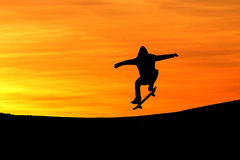 Silhouette of skateboarder in sunset Royalty Free Stock Photos