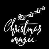Silhouette Sleigh de Santa Claus et des rennes Lettrage de Noël Illustration de vecteur Image stock
