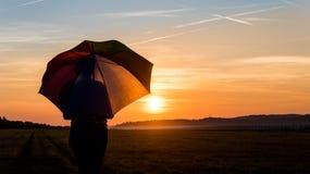 silhouette solnedgångkvinnan royaltyfri foto