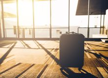 Silhouette of Suitcases in morning light at airport departure te Royalty Free Stock Photos