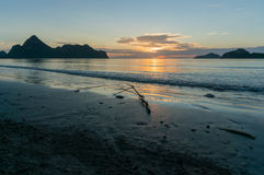 Silhouette of sunrise at Ao Manao beach, Prachuap Khiri Khan Pro Royalty Free Stock Images
