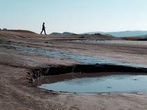Silhouette sur des champs de boue Photographie stock libre de droits