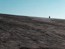 Silhouette sur des champs de boue Photos libres de droits