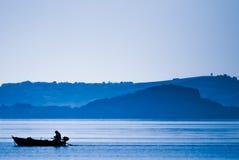 Silhouette sur le lac Image libre de droits
