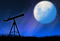 Silhouette of the telescope and the full moon Royalty Free Stock Photos
