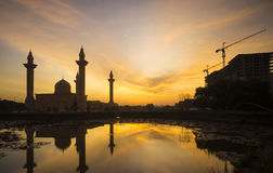 Silhouette of the Tengku Ampuan Jemaah Mosque Stock Photography