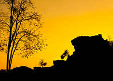 Silhouette view of a small cliff landscape Royalty Free Stock Photos