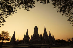 Silhouette of Wat Chaiwatthanaram stock photography