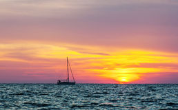 Silhouette of the yacht at sunset Royalty Free Stock Images