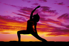 Silhouette yoga woman lunge one arm up Royalty Free Stock Photos