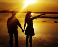 Silhouetteer de man en de vrouw stock foto's