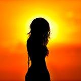 silhouettekvinnabarn Royaltyfri Fotografi