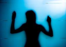 silhouettekvinnabarn Royaltyfri Bild