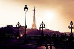 Silhouetten in de Straten van Parijs Stock Afbeeldingen
