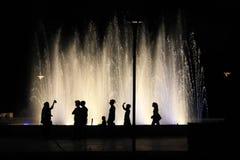 Silhouetten tegenovergesteld van fontein 7 royalty-vrije stock foto