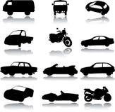 Silhouetten van auto's, motorfietsen en bussen Stock Foto's