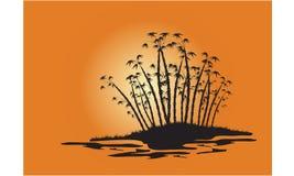 Silhouetten van bamboebomen op het eiland Stock Foto