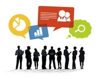 Silhouetten van Bedrijfsmensen die Bedrijfskwesties bespreken Stock Foto's
