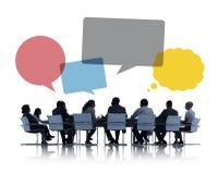 Silhouetten van Bedrijfsmensen die Groepswerk bespreken stock fotografie