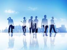Silhouetten van Bedrijfsmensen die in openlucht lopen Royalty-vrije Stock Foto's