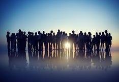 Silhouetten van Bedrijfsmensen die zich in openlucht verzamelen Royalty-vrije Stock Foto's