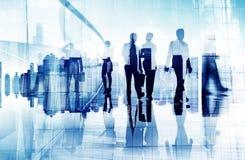Silhouetten van Bedrijfsmensen in het Vage Motie Lopen Royalty-vrije Stock Afbeelding