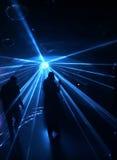 Silhouetten van dansende mensen royalty-vrije stock afbeelding