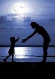 Silhouetten van de vrouwen en het kind Stock Afbeelding
