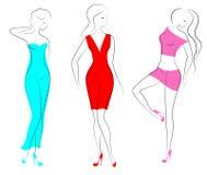 Silhouetten van drie mooie dames De mooie meisjes bevinden zich in verschillend stelt De vrouwen zijn gekleed in transparante kle stock illustratie
