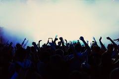 Silhouetten van een menigte stock afbeeldingen