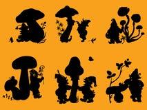 Silhouetten van gnomen en paddestoelen. Royalty-vrije Stock Afbeeldingen