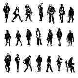 Silhouetten van het lopen, status, zittende mensen, dragende zak, die op de telefoon enz., Hand spreken getrokken vectorschets Royalty-vrije Stock Afbeeldingen