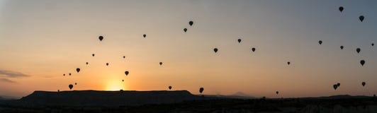 Silhouetten van hete luchtballons in Cappadocia, Turkije stock afbeeldingen