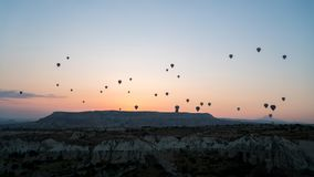 Silhouetten van hete luchtballons in Cappadocia, Turkije stock afbeelding