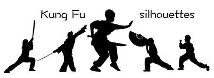 Silhouetten van kinderen die Kung Fu tonen stock afbeelding