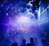 Silhouetten van mensen bij nachtclub Stock Foto's