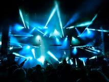 Silhouetten van mensen en musici Stock Afbeelding
