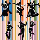Silhouetten van mensen het dansen Royalty-vrije Stock Foto's