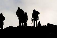 Silhouetten van mensen op de Etna Stock Afbeeldingen