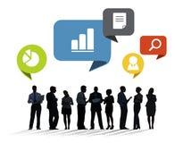 Silhouetten van Multi-etnische Bedrijfsmensen met Sociale Media Sym Stock Fotografie