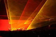Silhouetten van overlegmenigte voor heldere stadiumlichten Royalty-vrije Stock Afbeeldingen