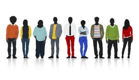Silhouettengroep Kleurrijke Toevallige Mensen op een rij stock illustratie