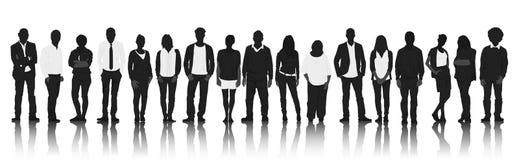 Silhouettengroep Toevallige Mensen op een rij royalty-vrije illustratie