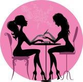 Silhouettenmeisjes in schoonheidssalon Stock Foto's