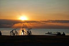 silhouettes заход солнца стоковая фотография rf