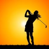 Silhouettes игрок в гольф с предпосылкой захода солнца Стоковое фото RF