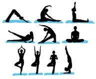 silhouettes йога Стоковая Фотография