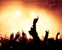 Silhouettes av konsertfolkmassan Arkivbilder