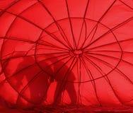 Silhouettes chaudes du ballon à air deux rouges images stock
